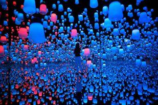 Installacio-Building-Digital-Museu-Toquio_2008009315_53481602_766x509